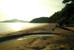 teluk-batik-beach
