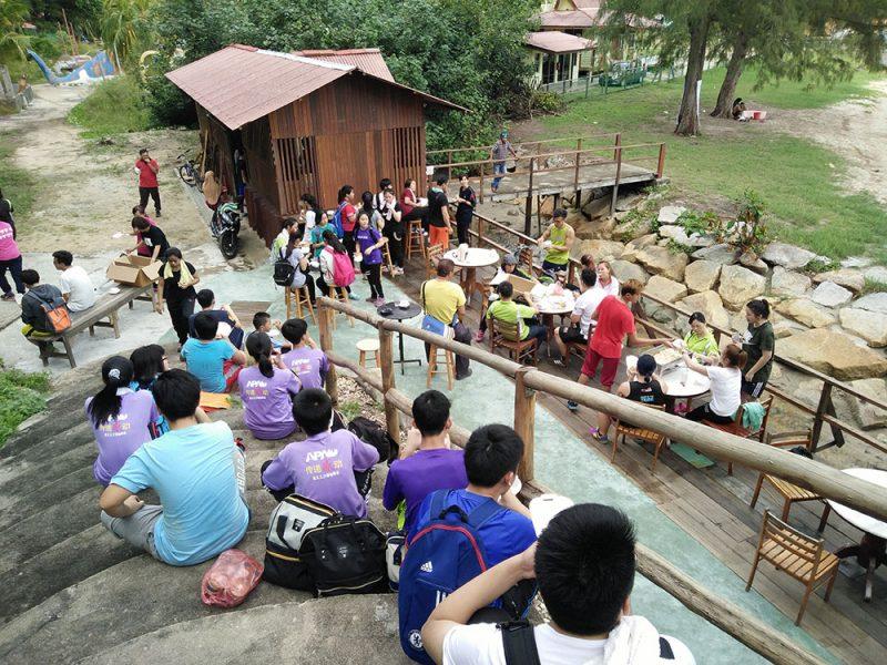 jungle-tracking-activity-and-afternoon-tea-at-beach-cafe-teluk-batik-01
