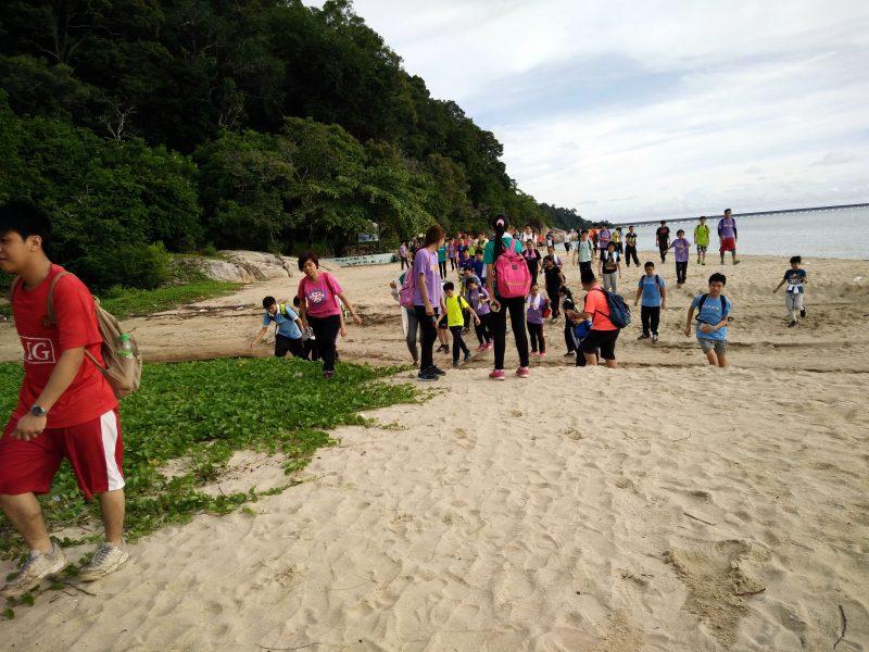 jungle-tracking-activity-and-afternoon-tea-at-beach-cafe-teluk-batik-03